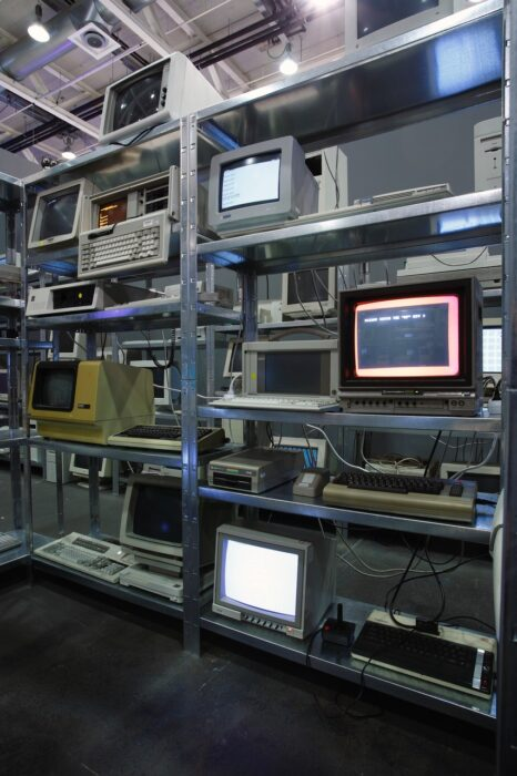 "Christian Philipp Müller ""Progressive Computerspirale mit Notausgang"" Galerie Nagel Draxler, Cologne 2021"